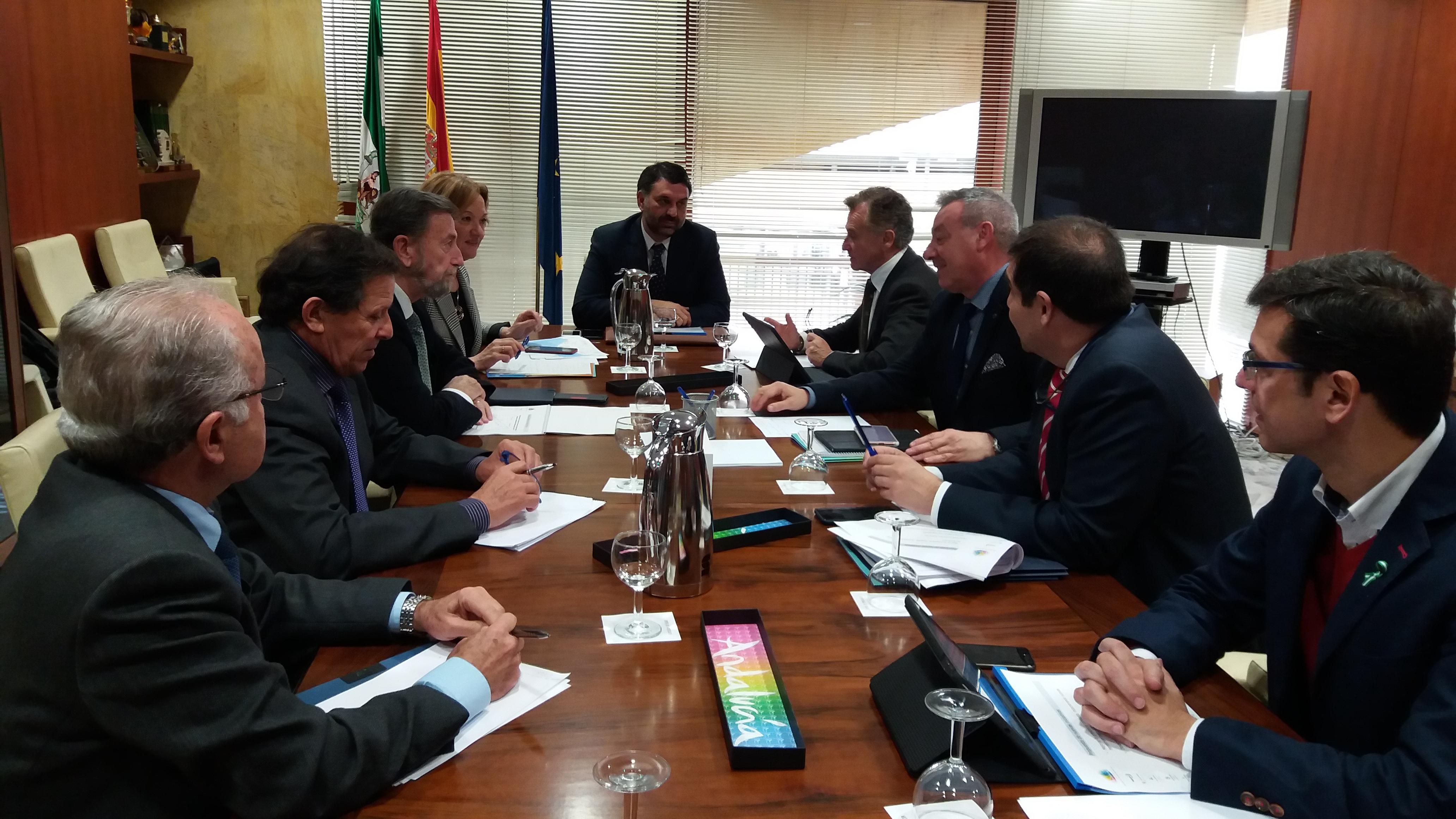 La Junta y las Autoridades Portuarias abordan las estrategias para la comercialización y promoción del turismo de cruceros