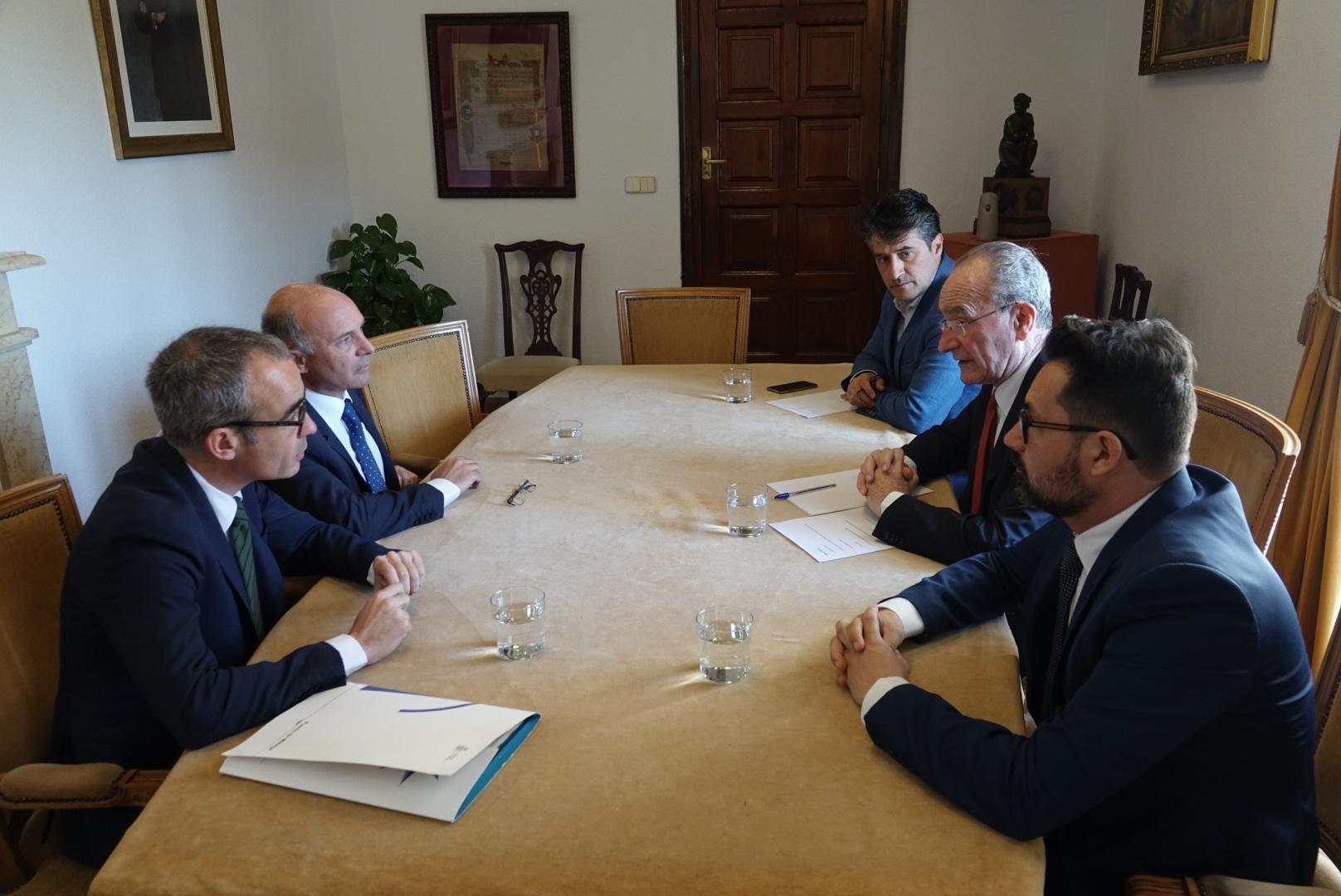 El presidente de la Autoridad Portuaria, Carlos Rubio se reúne con el Alcalde de Málaga, Francisco de la Torre
