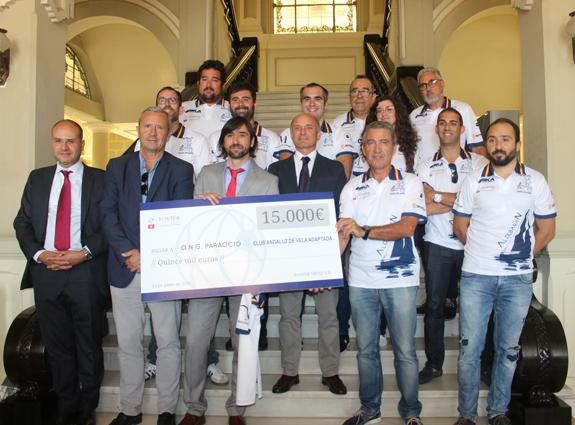 La consultora internacional Foster Swiss patrocina la vela mayor del equipo malagueño Paraocio de vela adaptada