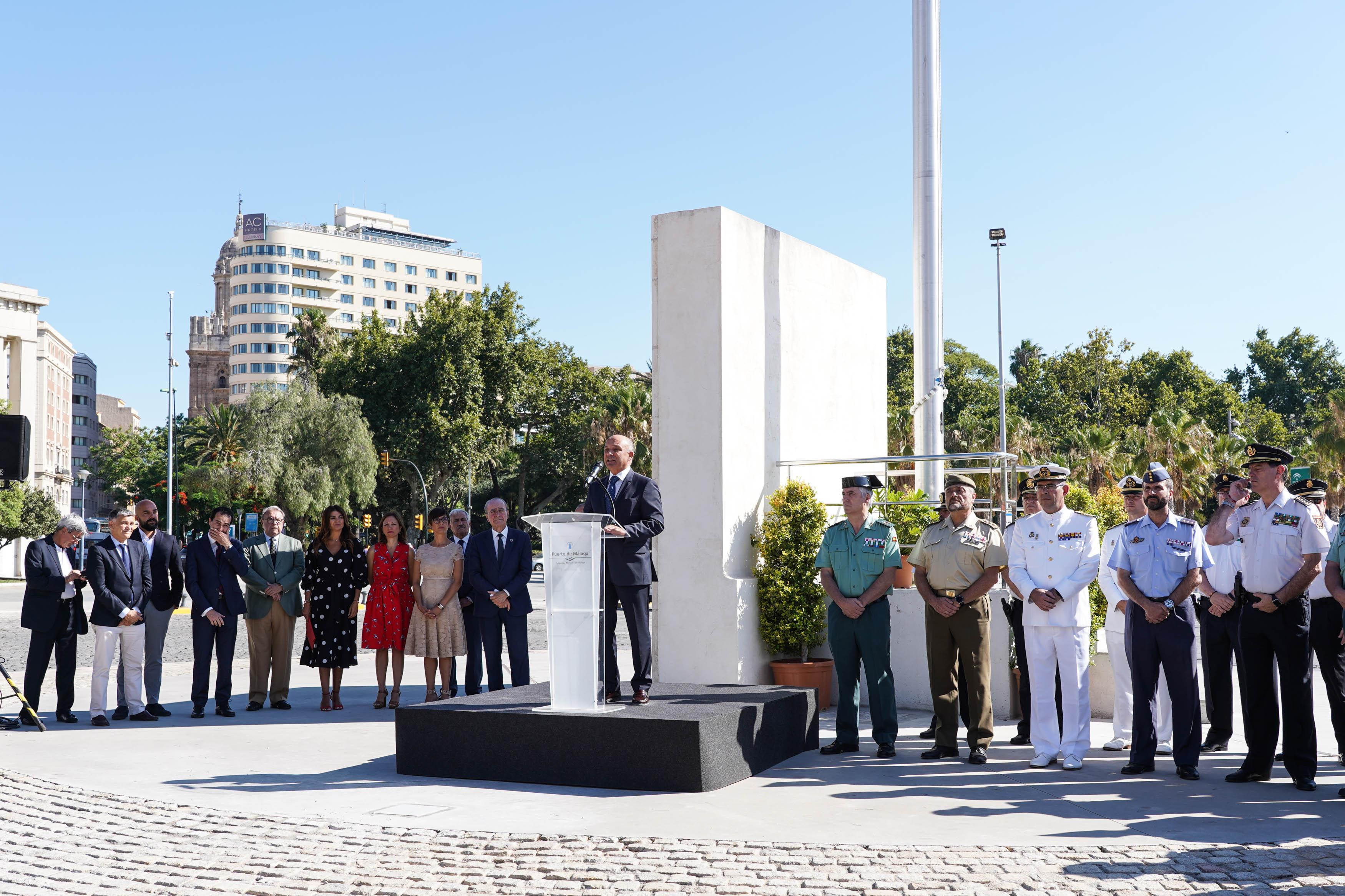 Primer izado de bandera de España en el Puerto de Málaga
