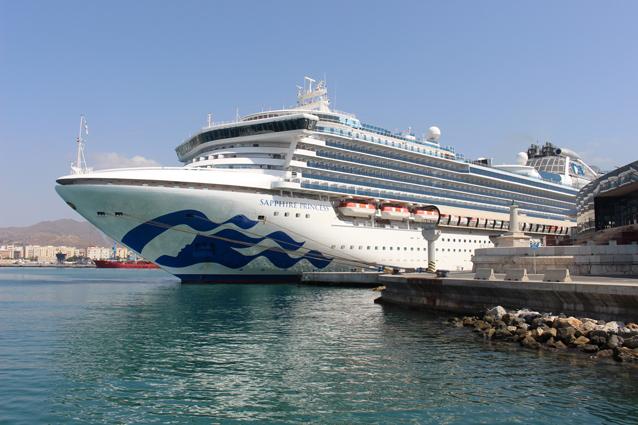 El buque 'Sapphire Princess' visita por primera vez el Puerto de Málaga