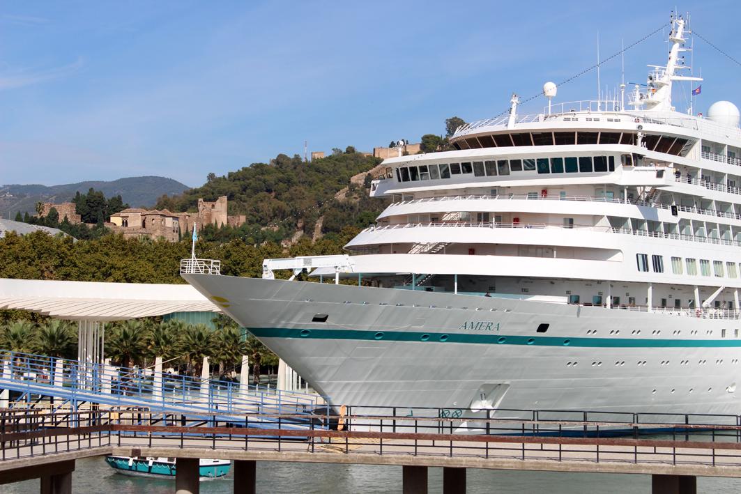 El buque de crucero 'Amera' visita por primera vez el Puerto de Málaga