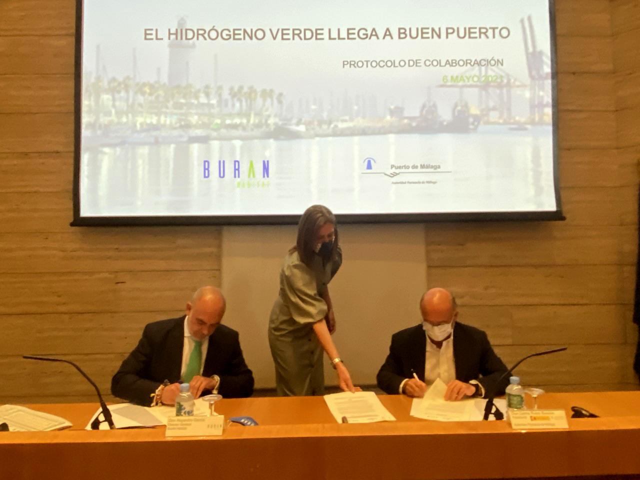 La Autoridad Portuaria firma un Protocolo de colaboración con Buran Habitat para impulsar el uso de hidrógeno verde en el Puerto de Málaga